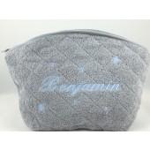 Trousse de toilette personnalisable gris perle brodée bleu ciel